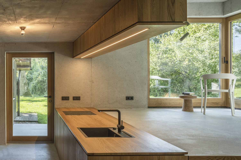 bàn bếp bằng gỗ