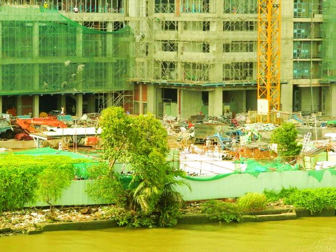 cao ốc ven sông Sài Gòn