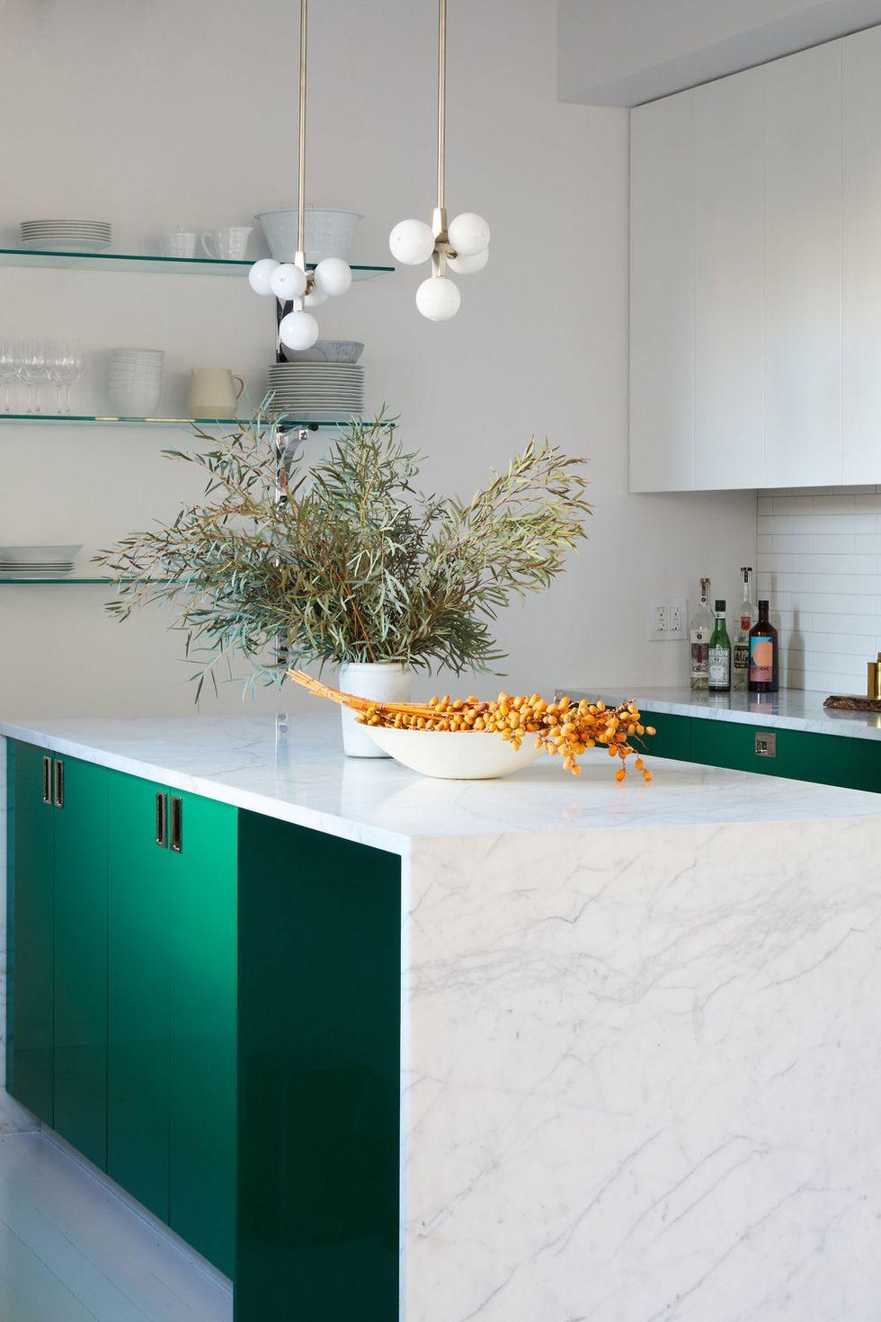 tủ bếp xanh lá và trắng