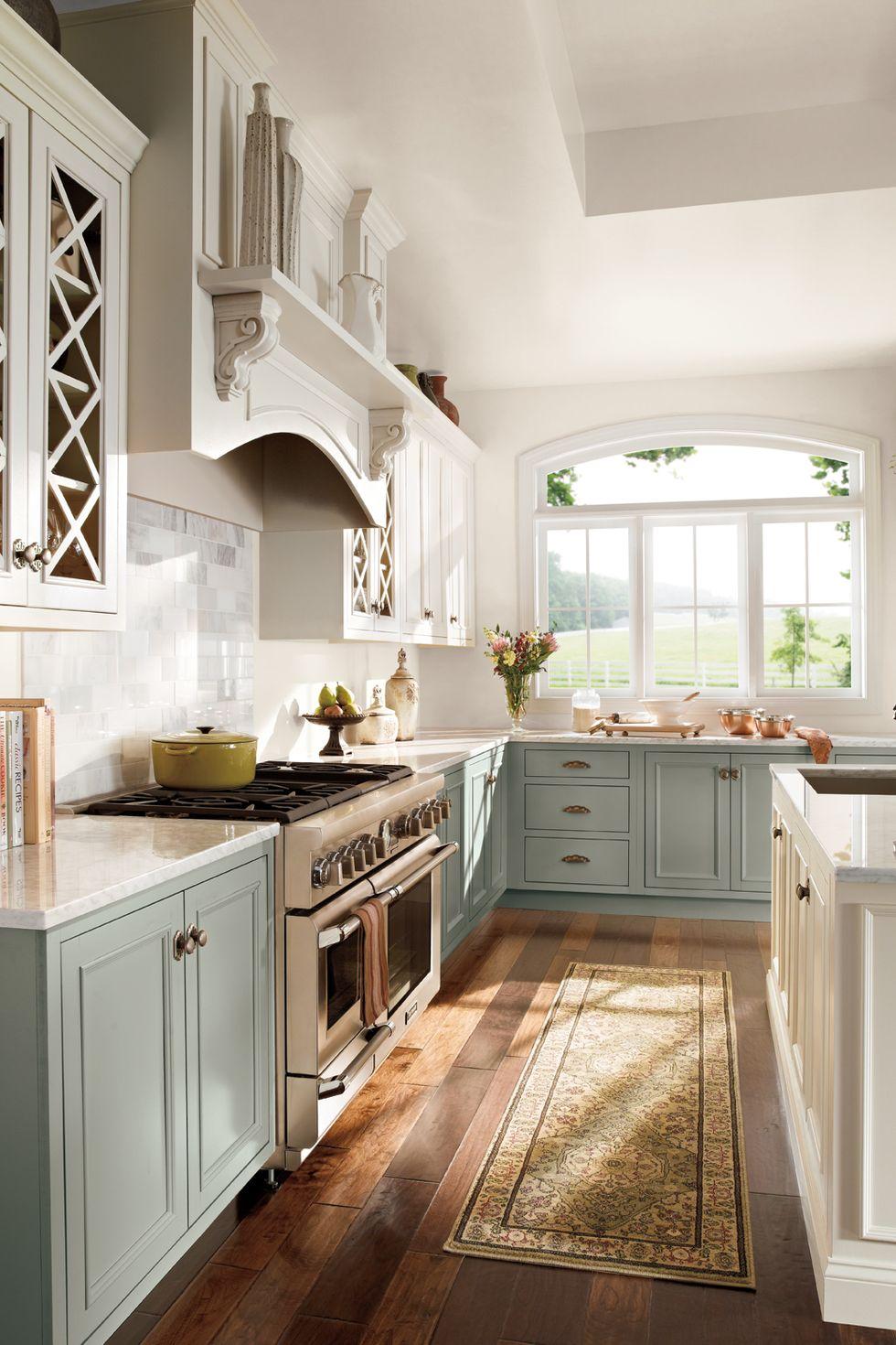 tủ bếp xanh da trời và trắng