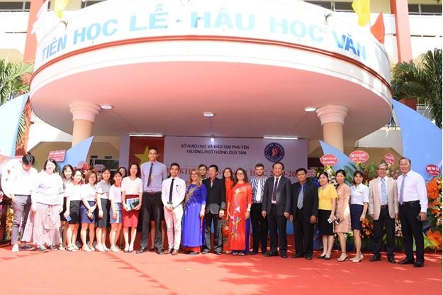 đội ngũ giáo viên Trường Phổ thông Duy Tân