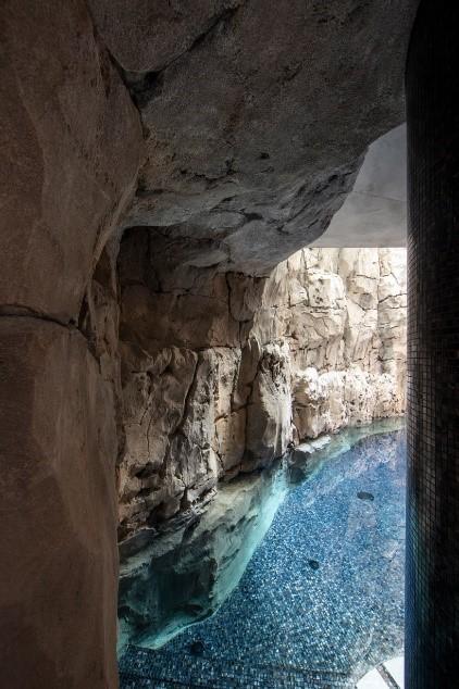 Biệt thự trong lòng núi đá