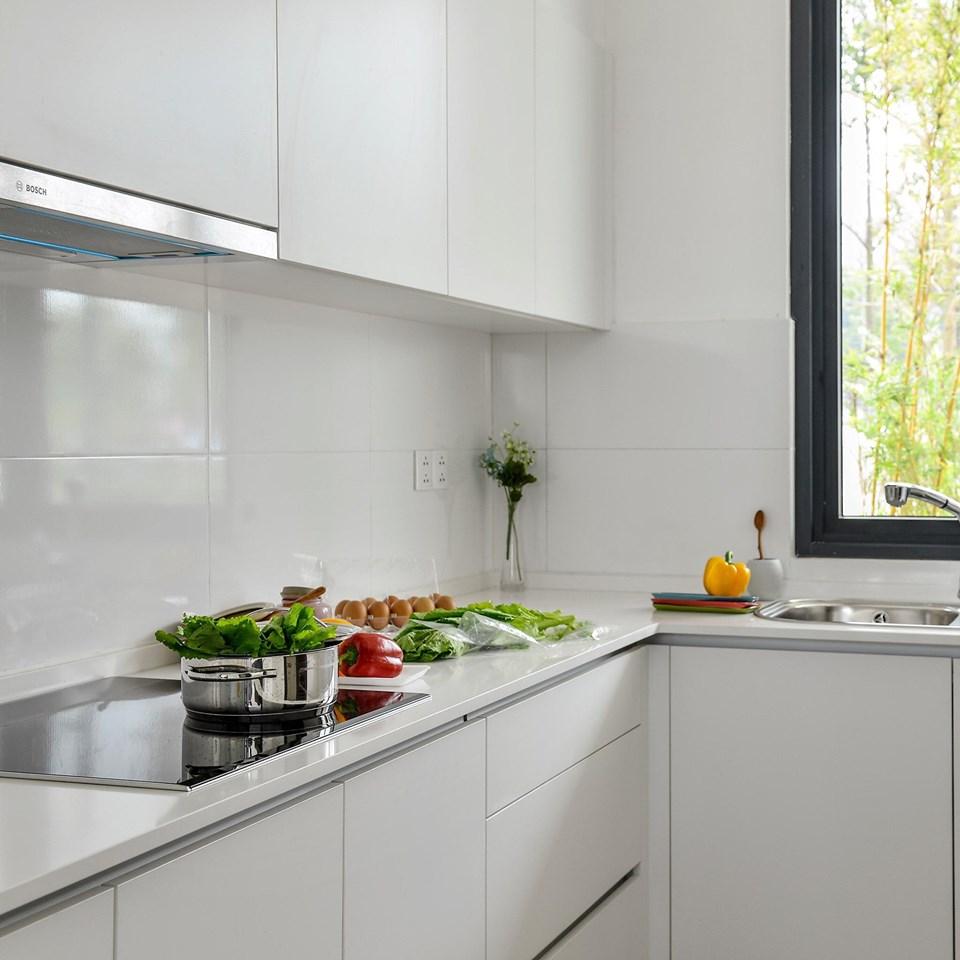 phòng bếp sắc trắng