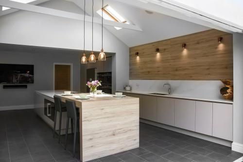 phòng bếp sử dụng chất liệu gỗ mộc