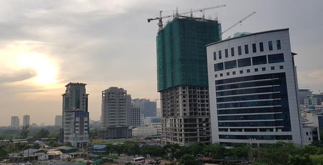 Hai tòa nhà cao tầng đang triển khai trong khu dân cư ở một tỉnh lẻ