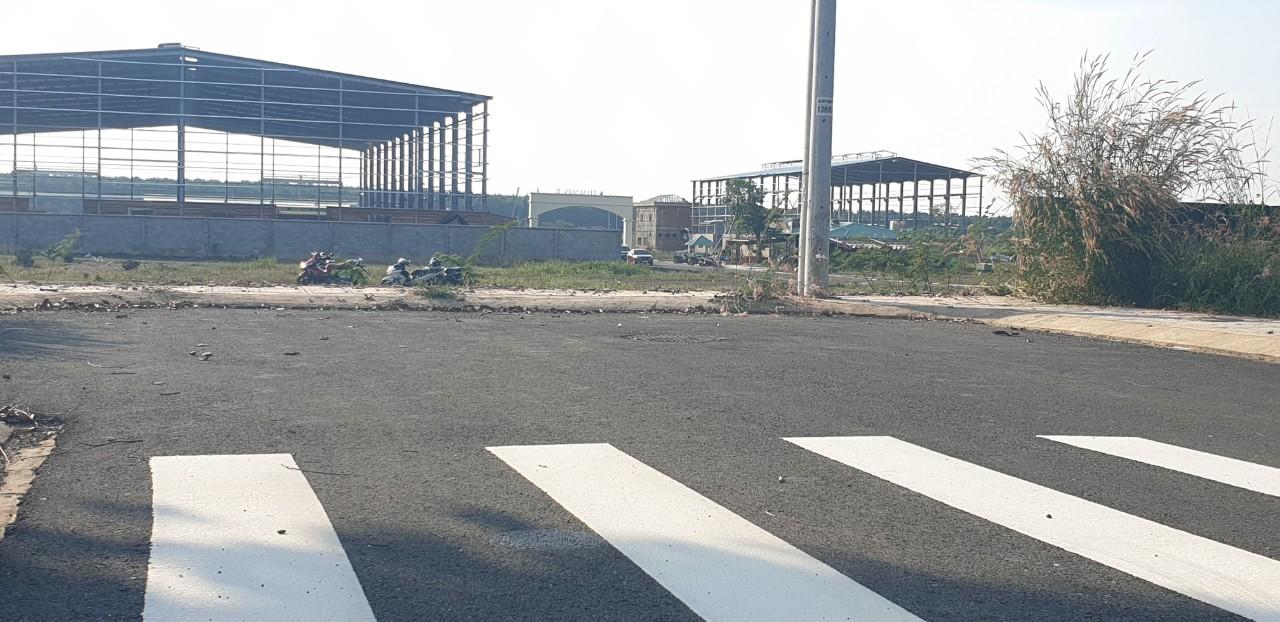 Khu đất dự án gần đường lớn
