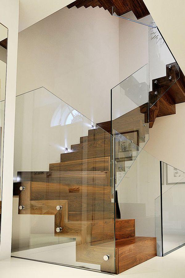 cầu thang gỗ vách kính