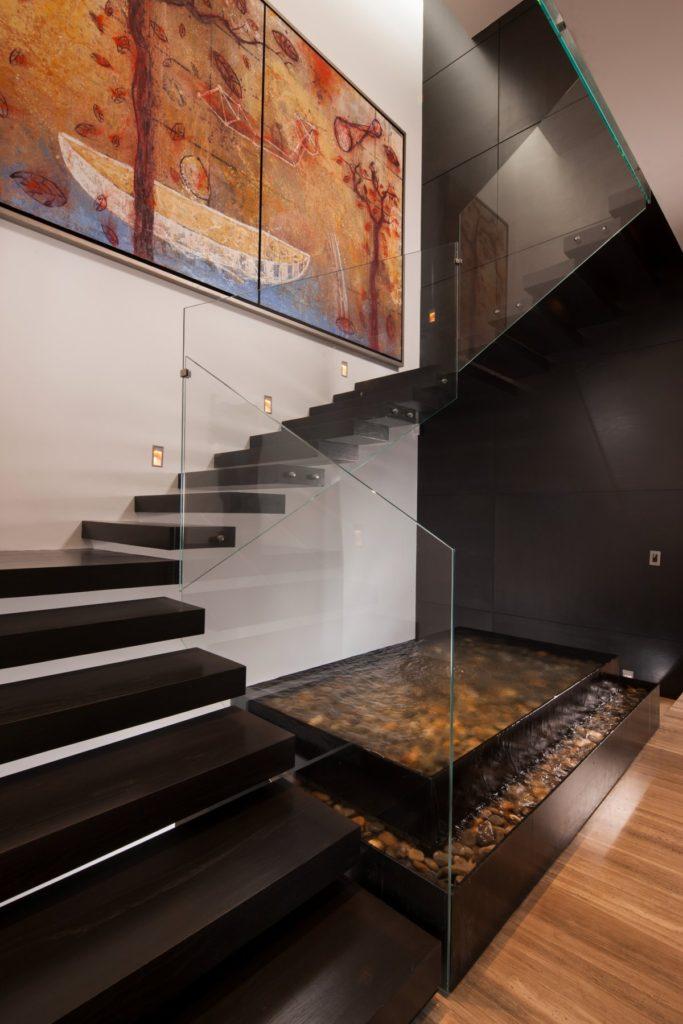 cầu thang kết hợp tiểu cảnh nước