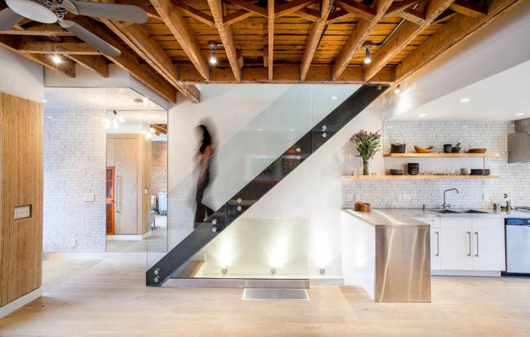 cầu thang sát tường