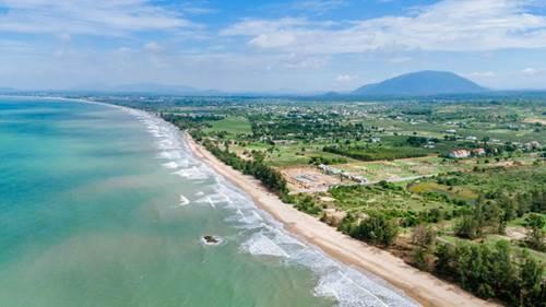 Hình ảnh bãi biển cát trắng, nước xanh biếc