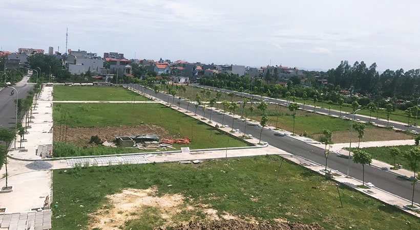 Khu đất nền phân thành các lô, đã làm đường nội bộ, đèn đường, trồng cây xanh
