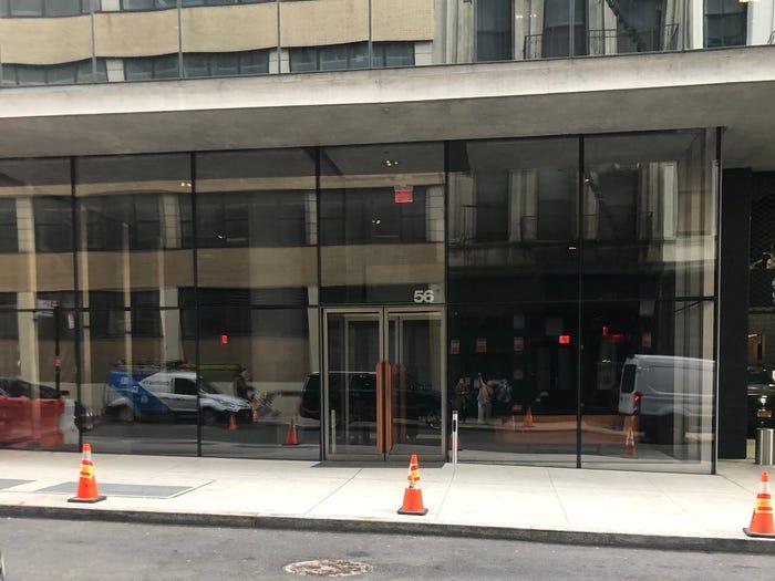 lối vào tòa nhà