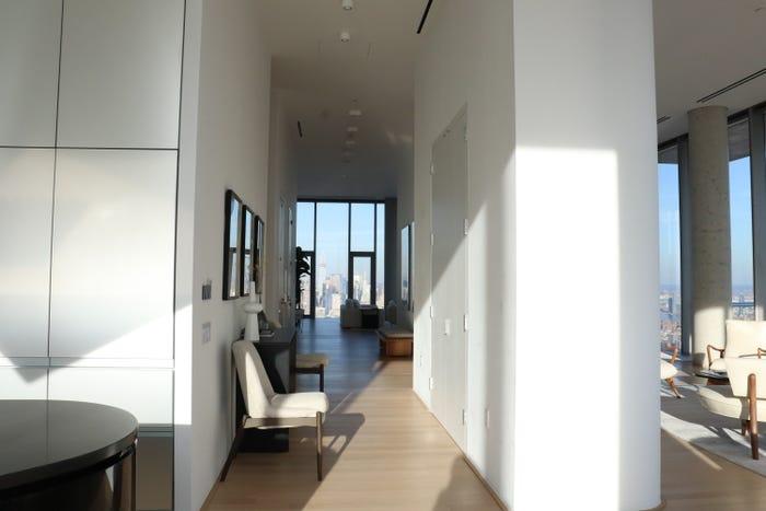 hành lang trong căn penthouse triệu USD