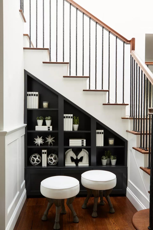 tủ trang trí gầm cầu thang