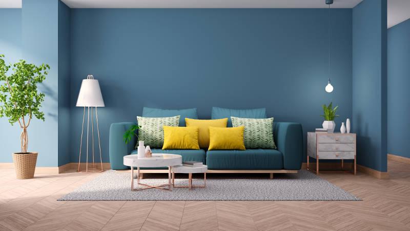 sofa màu xanh dương trên nền tường xanh dương