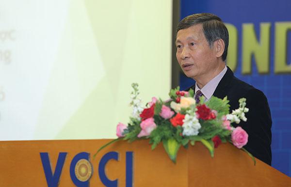 hình ảnh ông Đỗ Việt Chiến đang phát biểu tại hội thảo về hành lang pháp lý cho condotel