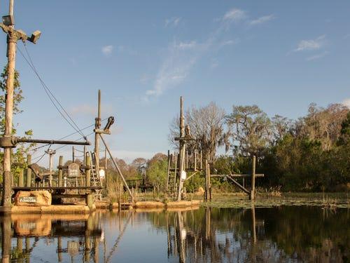 khung cảnh bên trong công viên nước Disney River Country