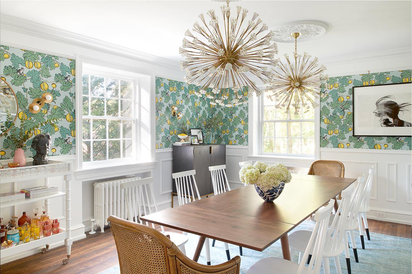 phòng ăn sử dụng giấy dán tường in hoa lá