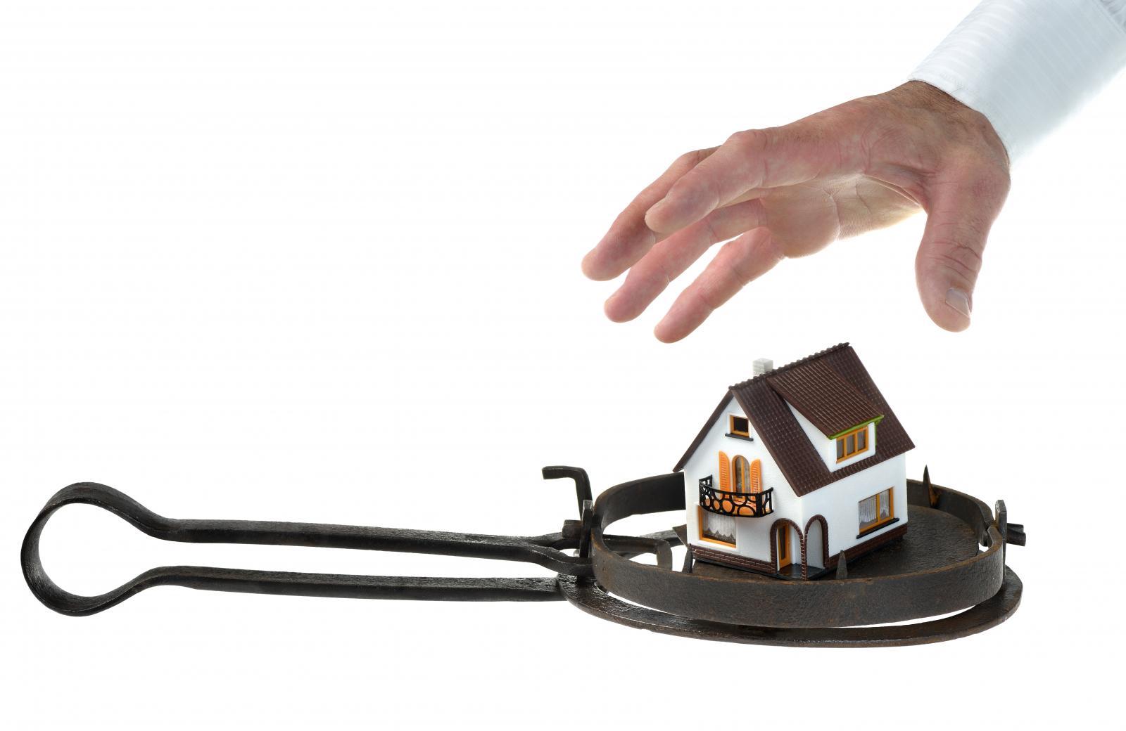 hình ảnh bàn tay, chiếc bẫy và ngôi nhà