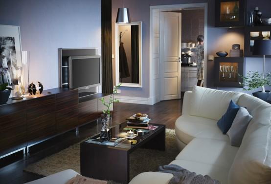 sofa trắng và bàn trà trong phòng khách căn hộ chung cư