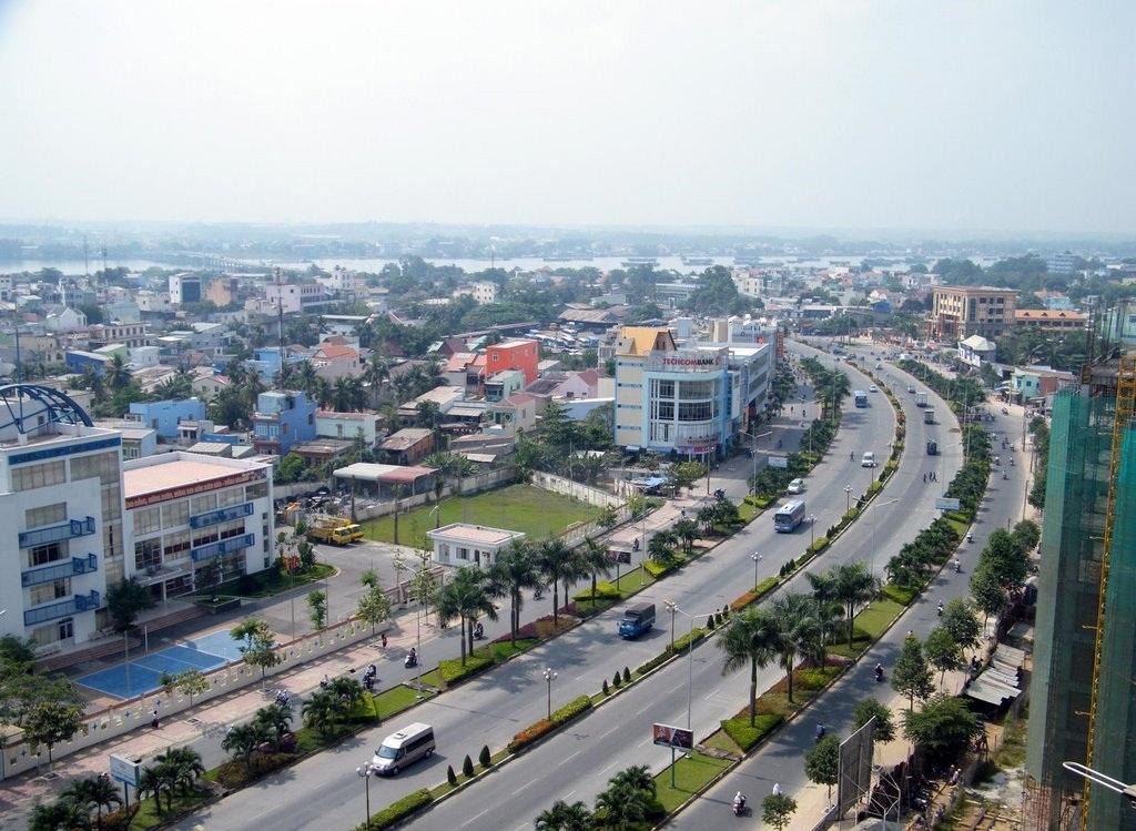 TP. Biên Hòa nhìn từ trên cao có nhiều nhà ở nằm san sát hai bên tuyến quốc lộ
