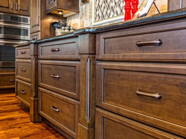 tủ bếp gỗ màu nâu