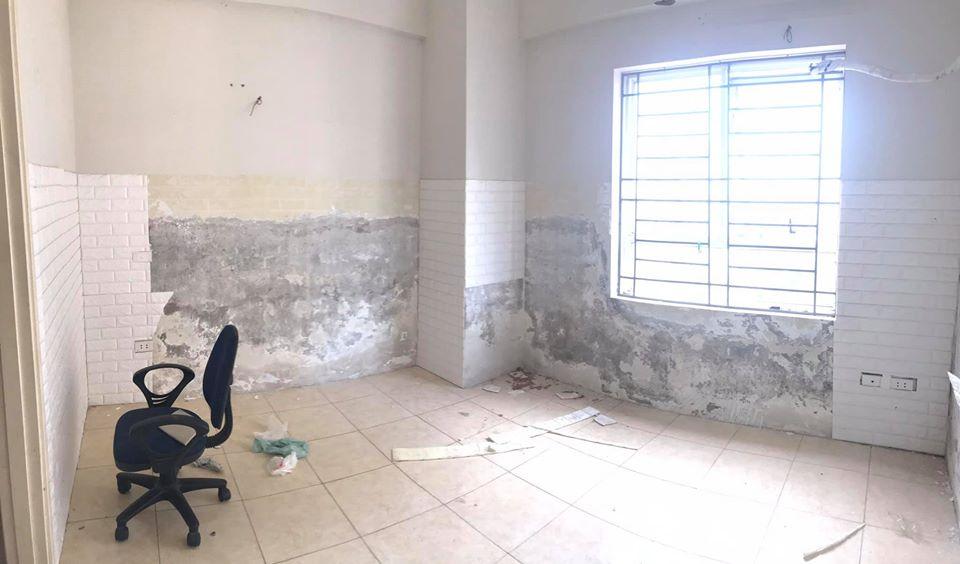 tường nhà căn hộ chung cư bị bong tróc