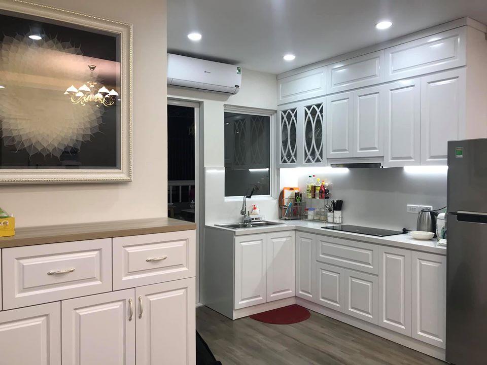 tủ bếp chữ L màu trắng