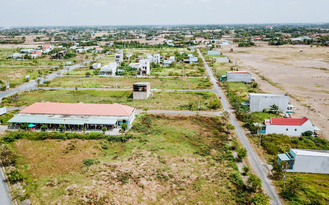 đất phân lô nhìn từ trên cao, xen kẽ nhiều nhà ở