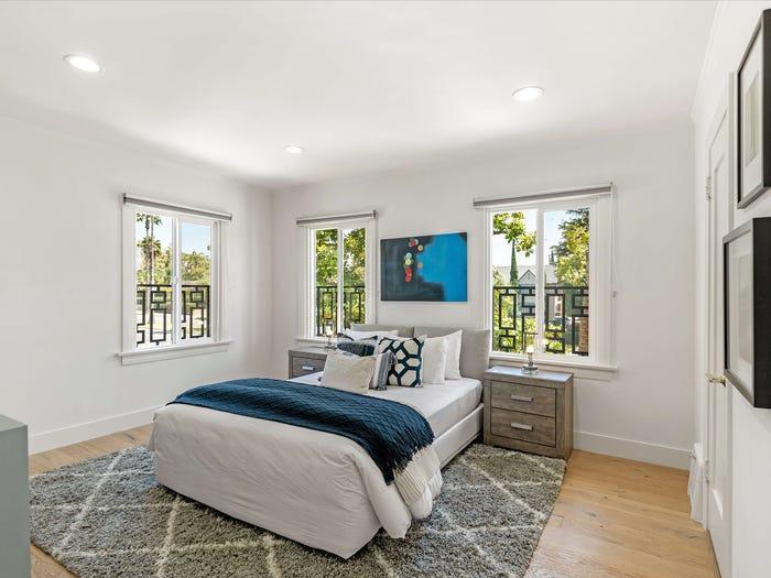 phòng ngủ sử dụng màu trắng và xanh dương