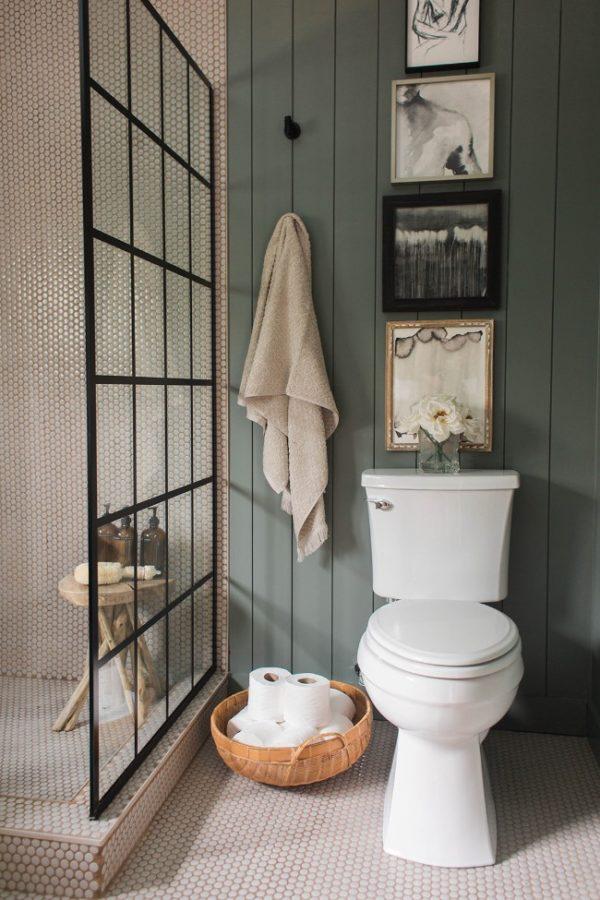 cửa trượt trong phòng tắm nhỏ