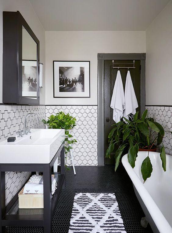 bồn rửa và bồn tắm màu trắng