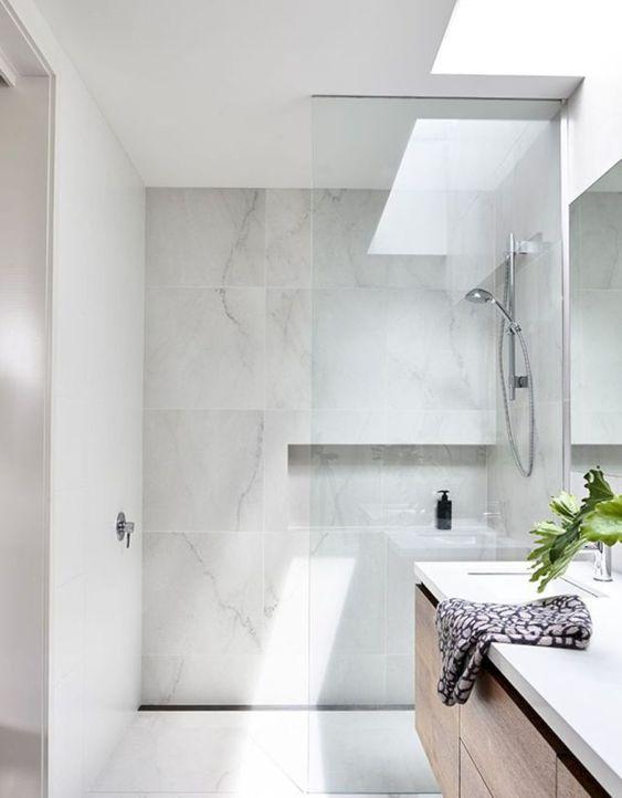 phòng tắm tối giản màu trắng