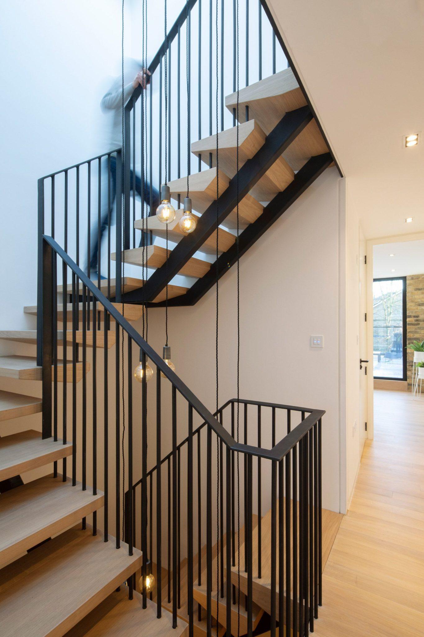 cầu thang gỗ khung thép