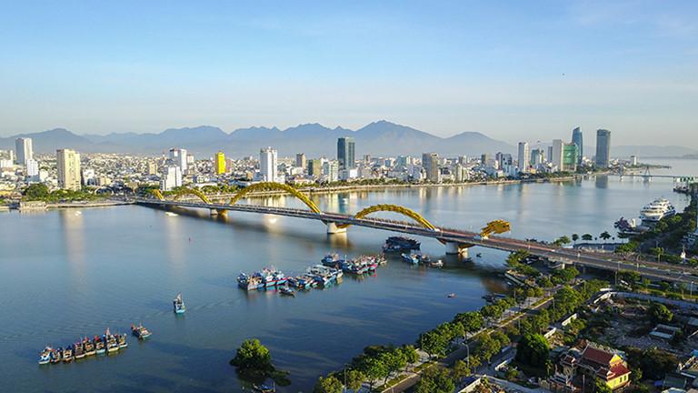 bất động sản Đà Nẵng khu vực cầu rồng với nhiều tòa nhà hai bên sông