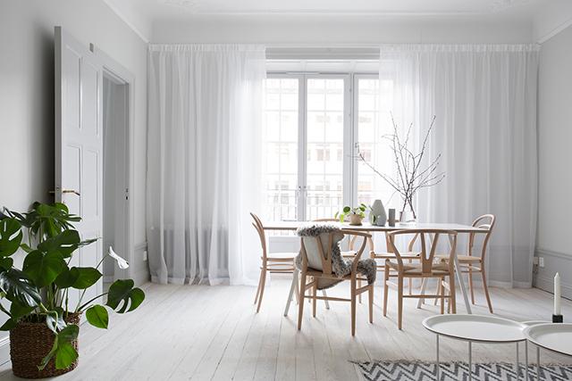 rèm cửa mỏng màu trắng trong phòng ăn