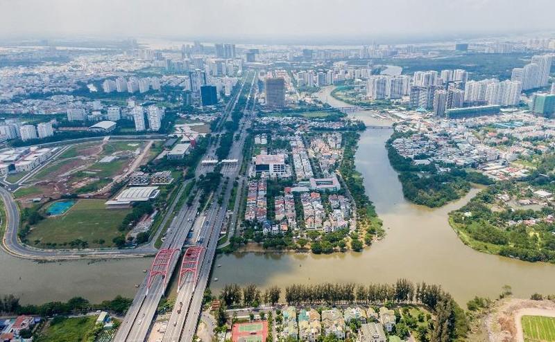 bất động sản phía Nam TP.HCM nhìn từ trên cao có trục đường Nguyễn Văn Linh, sông nước và nhiều nhà ở