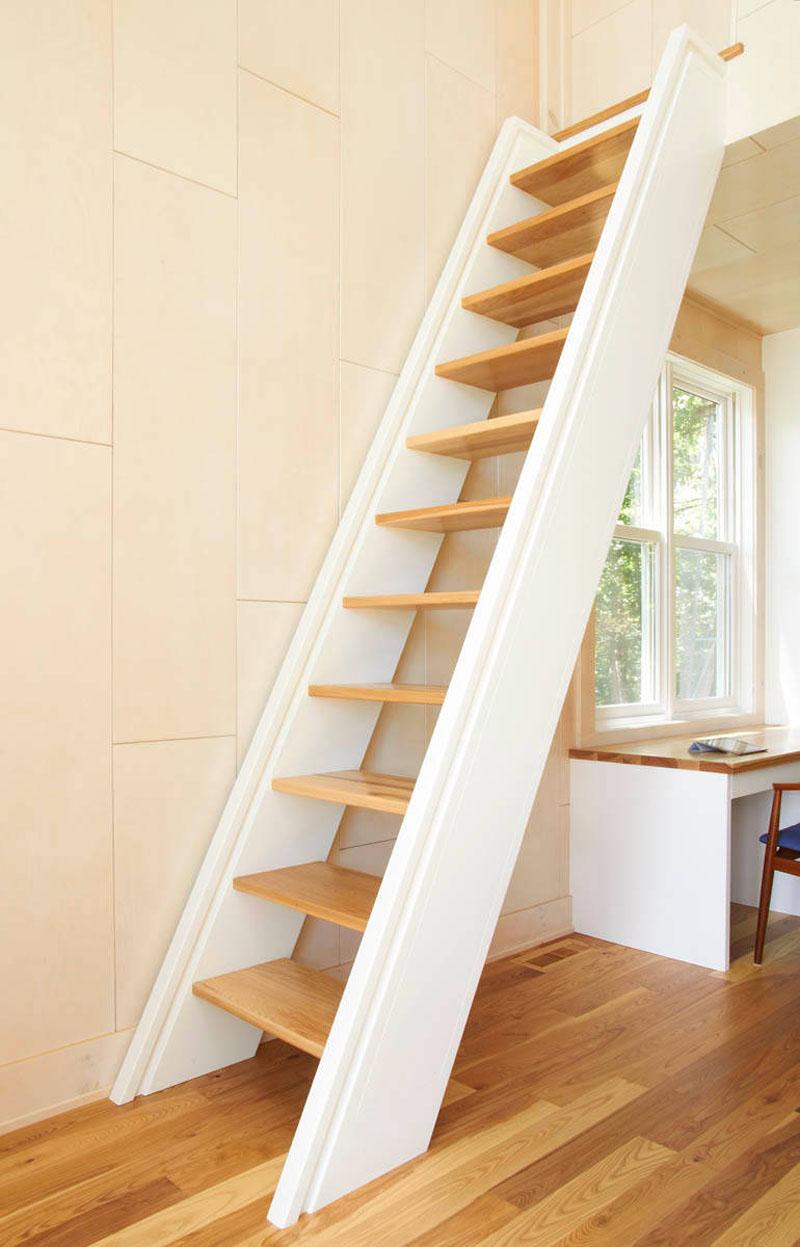 cầu thang màu trắng
