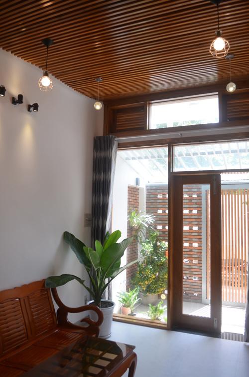 """Khám phá nhà 4 tầng lệch đẹp với nội thất """"mộc"""" 20200221174138-6bf4"""