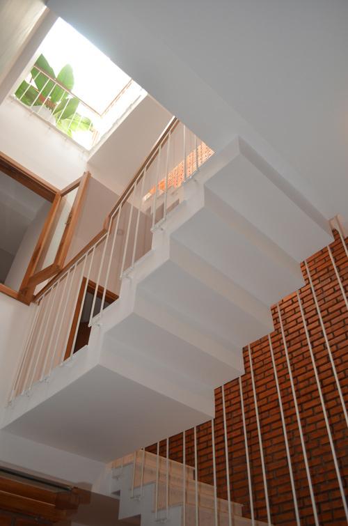 """Khám phá nhà 4 tầng lệch đẹp với nội thất """"mộc"""" 20200221174340-997b"""
