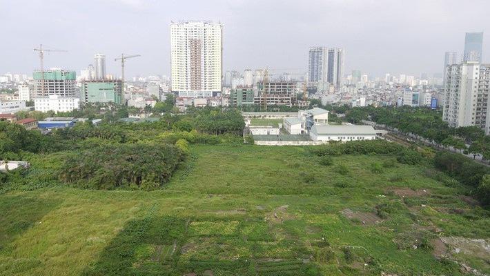 khu đất trống có tòa nhà cao tầng ở phía xa  Tranh cãi thời điểm nộp tiền sử dụng đất khi đầu tư dự án nhà ở 20200226083650 74fb