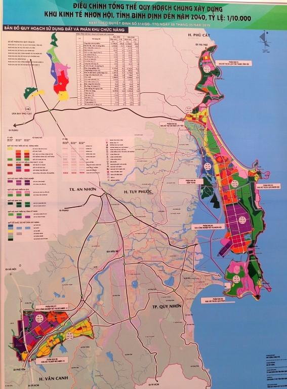 Bản đồ với phông nền màu hồng - xanh, chữ đen và các ký hiệu