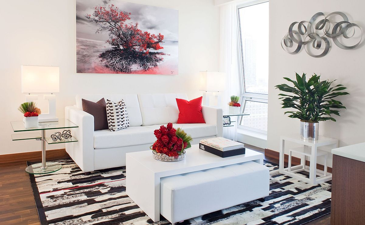 tranh nghệ thuật màu đỏ trong phòng khách trắng