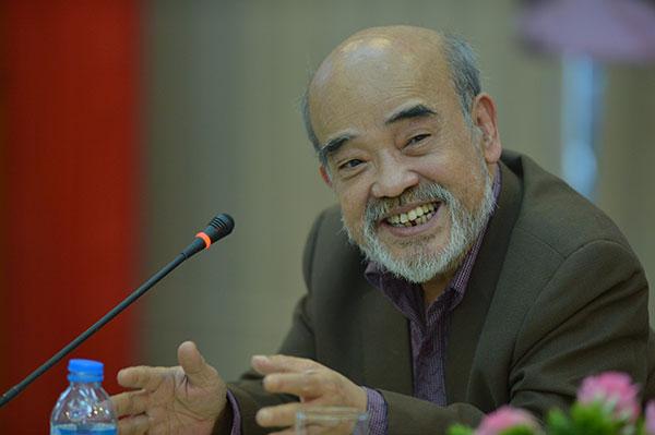 Chân dung người đàn ông lớn tuổi mặc vest xám, râu tóc bạc, đang nói cười trước micro  Cần ban hành quy chế riêng cho condotel 20200228131329 7823