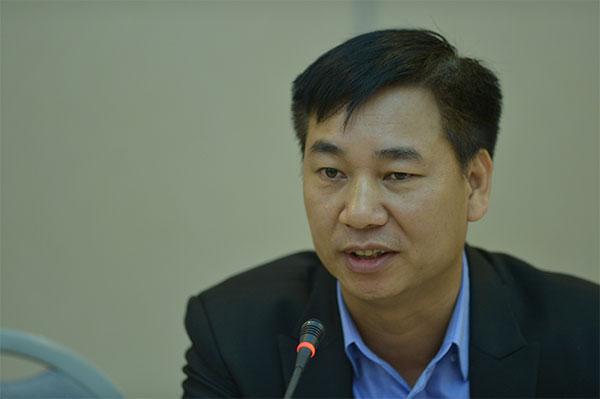 Chân dung người đàn ông trung tuổi mặc vest đen nói trước micro  Cần ban hành quy chế riêng cho condotel 20200228131329 b367
