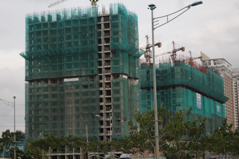 tòa nhà đang xây dựng
