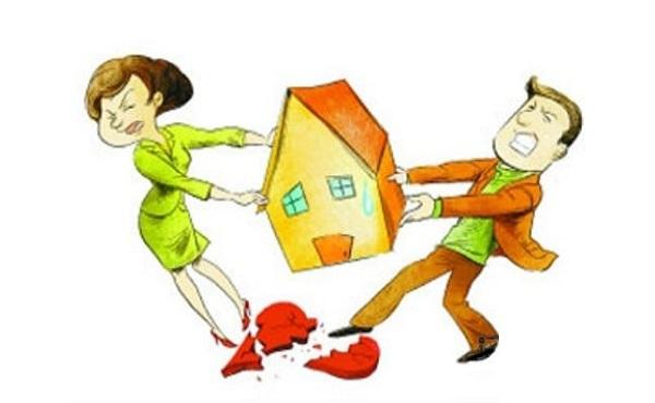 2 người gồm 1 nam và 1 nữ đang tranh nhau 1 ngôi nhà