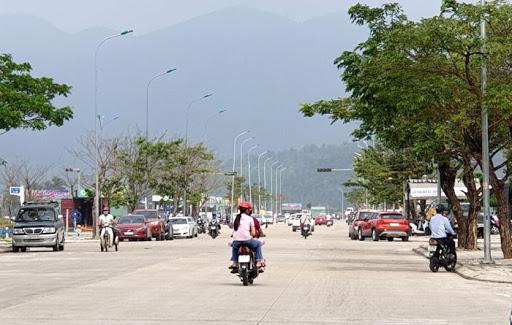 con đường có người đi lại ở Đà Nẵng