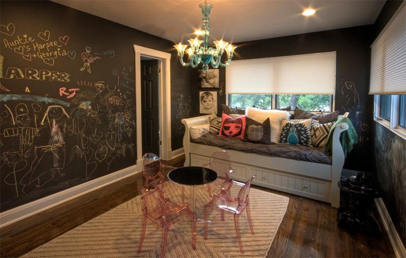 tường sơn bảng đen trong phòng khách