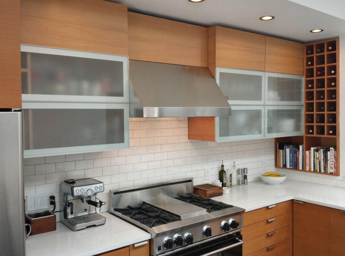 tủ bếp mở gắn tường